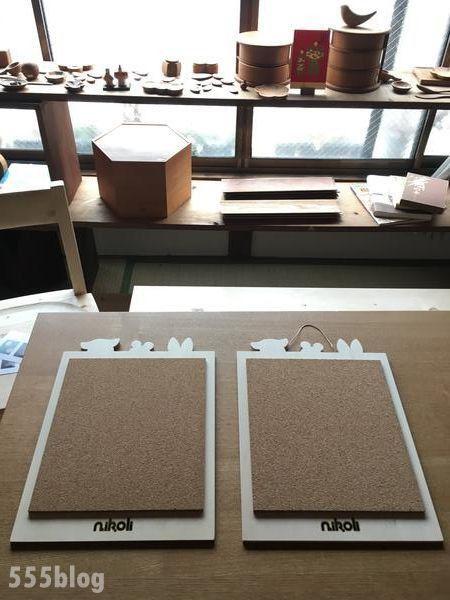 ニコリ社メッセージボード by いろはに木工所