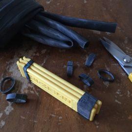 自転車タイヤの廃チューブから輪ゴム。タイヤレバーをまとめるのに使う【アップサイクル】