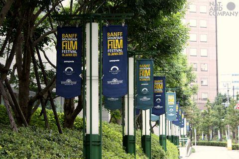 バンフ映画祭2011フラッグ設置