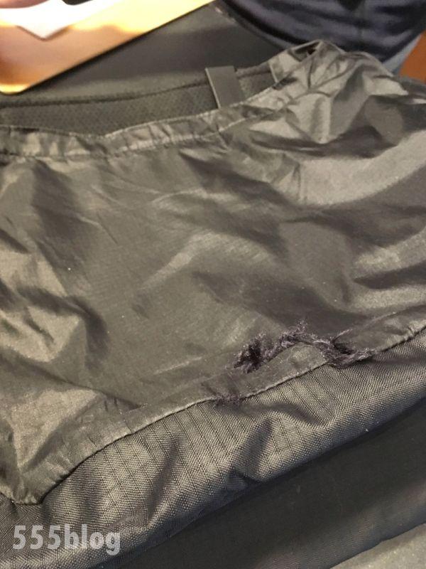 パタゴニアのバッグの切り裂け修理